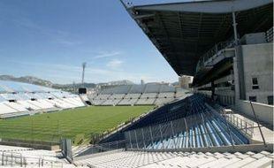 Pour passer de 60 000 placesà plus de 70 000 et couvrir le stade, l'investissement est évalué entre 120 et 160 millions d'euros.