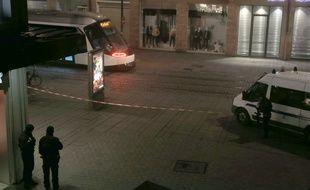 Les rues où ont eu lieu les attaques sont bouclées. Strasbourg le 12 12 2018.