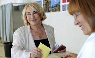 """Le maire (UMP) d'Aix-en-Provence, Maryse Joissains-Masini, a contesté """"la légitimité"""" de François Hollande et dénoncé """"un danger pour la République"""" dans des propos tenus dimanche à des médias locaux et qu'elle a maintenus mardi soir à l'AFP."""
