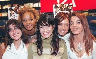 Claire et Louisy Joseph (à gauche) ne participent pas à l'aventure des New L5. Ici, le groupe au complet en 2002, à Paris.
