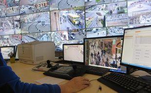 Dans le centre de vidéosurveillance urbaine de Toulouse.