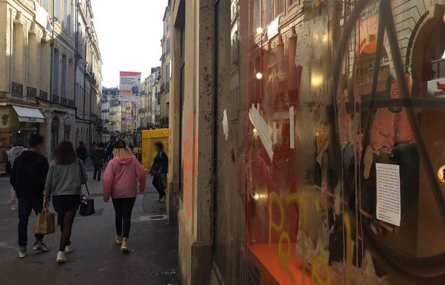 Une vitrine brisée, samedi, lors de la manifestation anti-Macron.