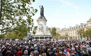 Des milliers de manifestants se sont réunis à Paris, le 18 octobre 2020, en hommage au professeur d'histoire assassiné Samuel Paty.