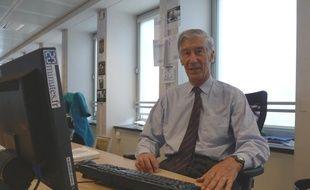 """Joel De Rosnay auteur du livre """"Et l'homme créa la vie"""" à la rédaction de 20minutes.fr le 04 mai 2010"""