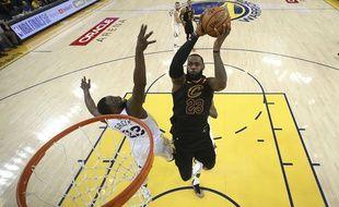 LeBron James a échoué avec les Cleveland Cavaliers face à Golden State lors du match 1 de la finale NBA, le 31 mai 2018.