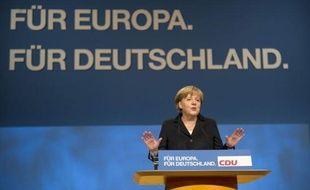 Après avoir imposé ses vues en Europe face à la crise de la dette, la chancelière allemande Angela Merkel a tenté lundi de mobiliser son propre camp, conservateur, réuni en congrès avec un plaidoyer pro-euro.