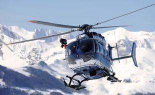 Un hélicoptère de la gendarmerie a découvert la voiture du couple toulousain dissimulée sur un parking dans les Hautes-Pyrénées. Illustration.