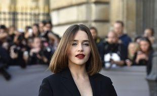 Emilia Clarke à la Fashion Week de Paris en octobre 2015