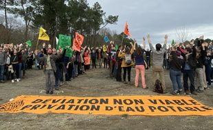 Environ 150 personnes avaient manifesté en février dernie sur les lieux du projet de déviation routière du Taillan-Médoc, en Gironde