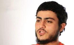 Capture d'écran prise le 10 mars 2015 à partir d'une vidéo fournie par le groupe EI au site Al-Furqan Media, montrant Muhammad Said Ismail Musallam qui vient d'être exécuté par des militants jihadistes