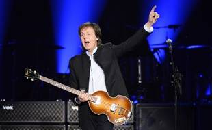 Paul McCartney en concert à l'Accor Hotel Arena (Bercy) de Paris, le 30 mai 2016.