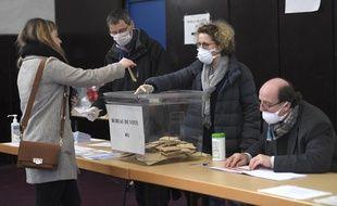 Un bureau de vote à Strasbourg, pour le premier tour des municipales, le 15 mars 2020.