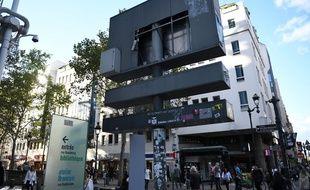 L'emplacement vide du pochoir de Bansky, près du centre Pompidou en plein cœur de Paris.
