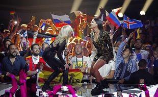 Le duo allemand S!sters, sur la scène de l'Eurovision 2019 à Tel-Aviv (Israël).