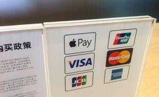 Manuel d'utilisation d'Apple Pay dans un magasin Apple à Shanghai, en Chine, le 18 février 2015
