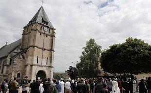 L'église de Saint-Etienne-du-Rouvray, lors d'un hommage au père Hamel assassiné par deux terroristes, le 29 juillet 2016.