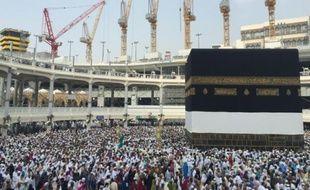 Des pèlerins musulmans font le tour de la Kaaba à la Grande Mosquée, le 14 septembre 2015 à La Mecque