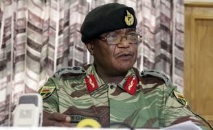 Le chef d'état-major de l'armée du Zimbabwe, Constantino Chiwenga, à Harare le 13 novembre 2017.