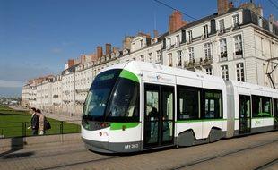 Un tramway de la ligne  à Nantes.
