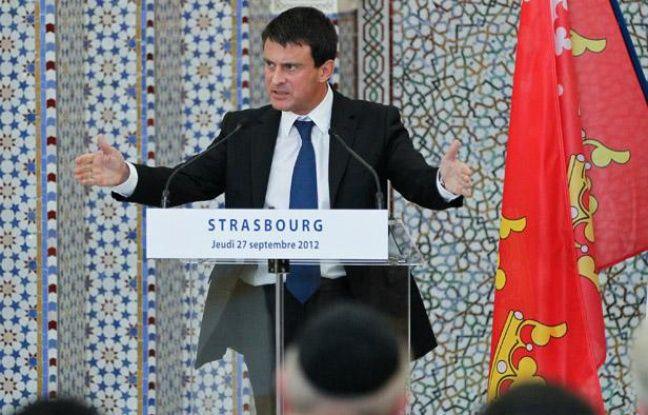 Le ministre de l'Intérieur Manuel Valls lors de l'inauguration de la Grande mosquée de Strasbourg, le 27 septembre 2012.