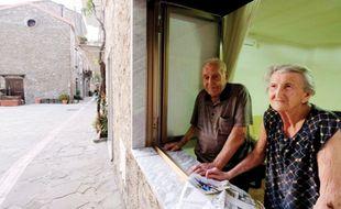 Antonio Vassallo, 100 ans, et son épouse Amina Fedollo, 93 dans leur maison à Acciaroli, dans le sud de l'Italie, le 23 août 2016.