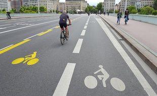 Lyon Gros Bouchons Apres La Creation De Pistes Cyclables Temporaires Deux Voies Rendues A La Voiture