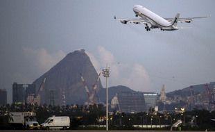 Un avion qui décolle de Rio en 2021.