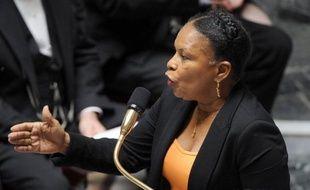 Deux mois et demi après l'abrogation du délit de harcèlement sexuel par le Conseil constitutionnel, et après l'adoption à l'unanimité d'un nouveau texte au Sénat, l'Assemblée a examiné mardi le projet de loi du gouvernement dans une version légèrement modifiée.