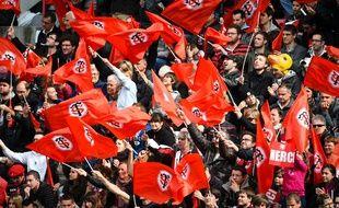 Le Stade Toulousain fait de nouveau plaisir à ses supporters sur la pelouse. Mais en coulisses, la tension est grande.