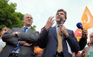 Pierre Moscovici et Arnaud Montebourg, le 31 mai 2012, à Trevustes, dans le Doubs.