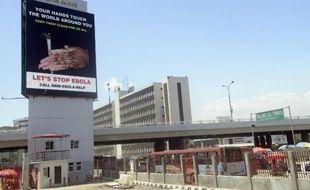 Un panneau d'information sur le virus Ebola à Lagos (Nigéria) le 20 octobre 2014