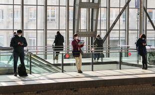 Des voyageurs à la gare de Berlin, le 25 mars 2021.