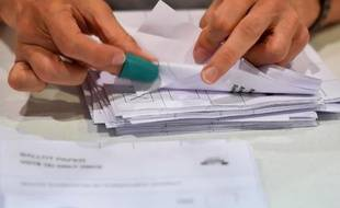 Des bulletins de vote triés à Aberdeen après le référendum, le 18 septembre 2014