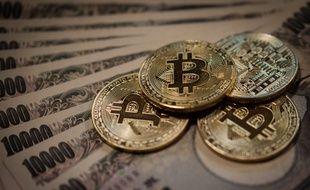 Des bitcoins et des yens (illustration).