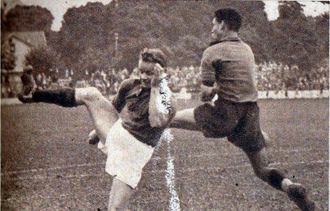 En août 1948, la légende indiquait : «Les Rennais ont infligé une sévère défaite aux Messins. Pordié [à d.] s'est élancé sur la balle et, plus prompt que le Messin Guthmuller, a dégagé son camp.»