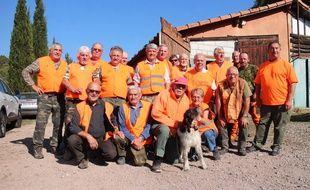 Les chasseurs de la société de chasse la Fréjusienne, accompagnés de non-chasseurs.