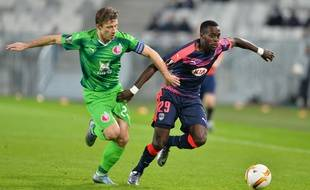 Maxime Poundjé, le défenseur des Girondins de Bordeaux lors d'un match face aux Russes du Rubin Kazan, le 10 décembre 2015 à Bordeaux.
