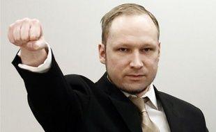 Anders Behring Breivik, l'extrémiste de droite qui reconnaît avoir tué 77 personnes l'an dernier en Norvège, va s'expliquer ce mardi devant le tribunal d'Oslo, un témoignage qui devrait être très dur à entendre, ont prévenu ses avocats.