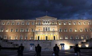Montée de la gauche radicale et communiste, irruption d'un perturbateur néo-nazi et atomisation du courant populiste de droite: le paysage politique grec est en plein chantier pour les législatives du 6 mai, sur les ruines du bipartisme laissées par deux ans de crise aigüe.