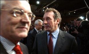 """Le président de la commission des Finances du Sénat, Jean Arthuis (UDF, Mayenne), a souhaité mardi que le président de la République demande au Parlement """"une ultime délibération"""" qui permettrait d'examiner des amendements sur le contrat première embauche (CPE)."""