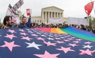 Manifestation pour les droits des gays devant le bâtiment de la Cour Suprême, à Washsington, le 25 avril 2015