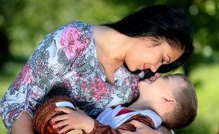 Une mère et son enfant. Illustration.