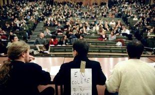 La police a évacué samedi matin sans incident quelque 80 étudiants qui occupaient encore le patio de la Faculté de Lettres à Strasbourg, a constaté un journaliste de l'AFP.