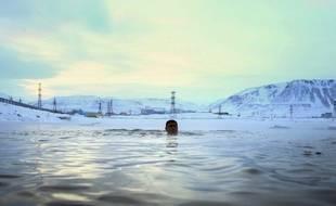 Un homme se baigne à Norilsk en Russie (image d'illustration)