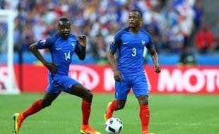 Blaise Matuidi et Patrice Evra lors de France-Roumanie, match d'ouverture de l'Euro 2016, le 10 juin au Stade de France.
