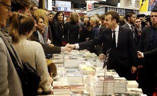 Emmanuel Macron a inauguré le Salon du livre de Paris, le 15 mars 2018.