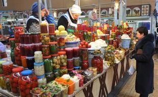 Un marché à Kiev, le 18 décembre 2013