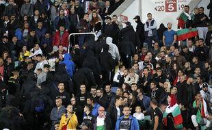 Des supporters bulgares quittent le stade lors de la rencontre contre l'Angleterre, en éliminatoires de l'Euro 2020, le 14 octobre 2019.