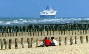 Bloqués à une trentaine de kilomètres de l'Angleterre par une frontière verrouillée, de plus en plus de migrants tentent de traverser la Manche dans des embarcations de fortune