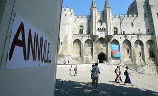 Photo d'archives de la cour d'honneur du Palais des papes à Avignon, le 10 juillet 2003, après l'annulation du 57e festival